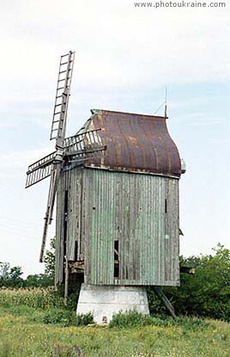 Village Kamianske. Old windmill Zaporizhzhia Region Ukraine photos