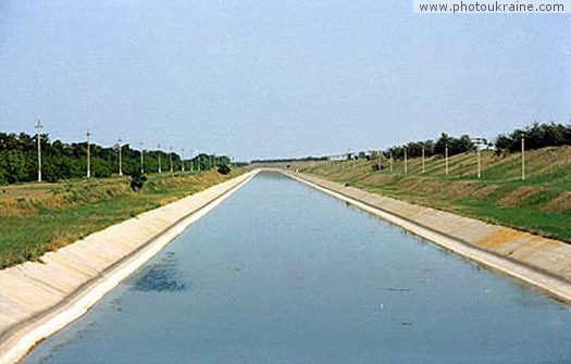 Small town Chaplynka (outskirts). Chaplynka irrigation channel Kherson Region Ukraine photos