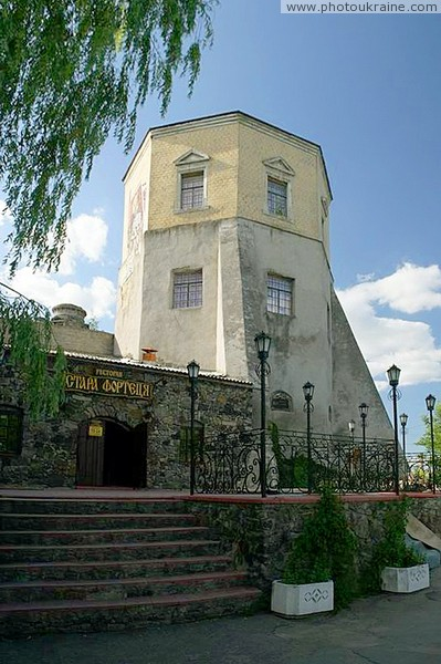 Khmilnyk. Tower and restaurant