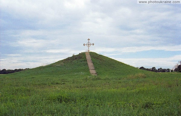 Kapulivka. Cossack's mound at turn of road to village Dnipropetrovsk Region Ukraine photos