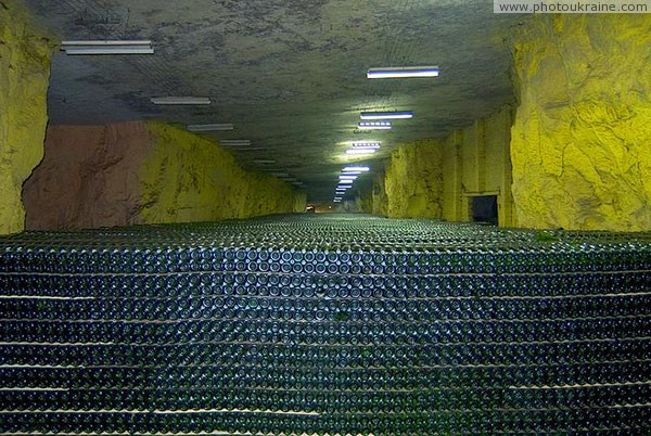 Artemivsk. Sea of sparkling wine Donetsk Region Ukraine photos