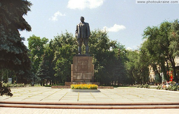 Donetsk. Monument to Artem (F. Sergeyev) Donetsk Region Ukraine photos