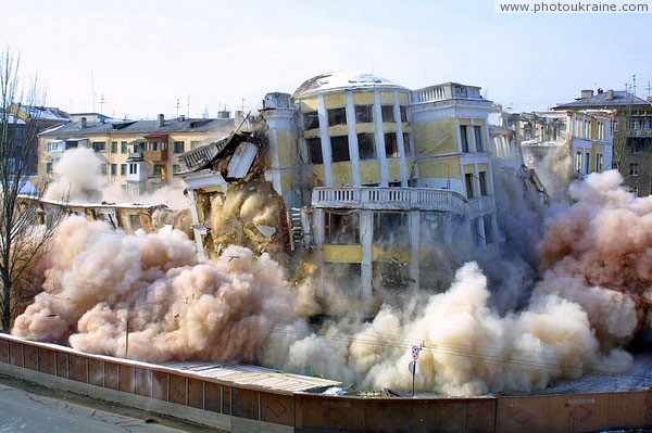 Donetsk. Clearing of building sites of Donbas Palace-1 Donetsk Region Ukraine photos
