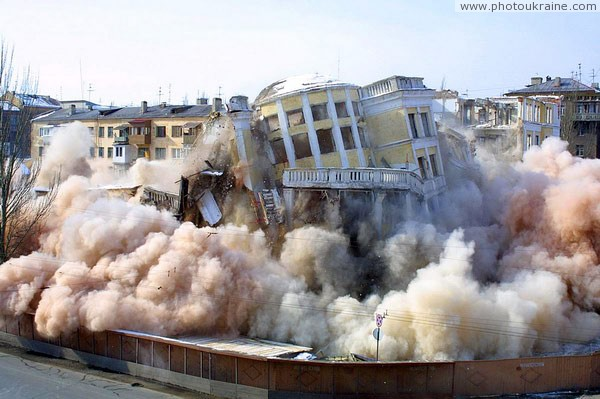 Donetsk. Clearing of building sites of Donbas Palace-2 Donetsk Region Ukraine photos