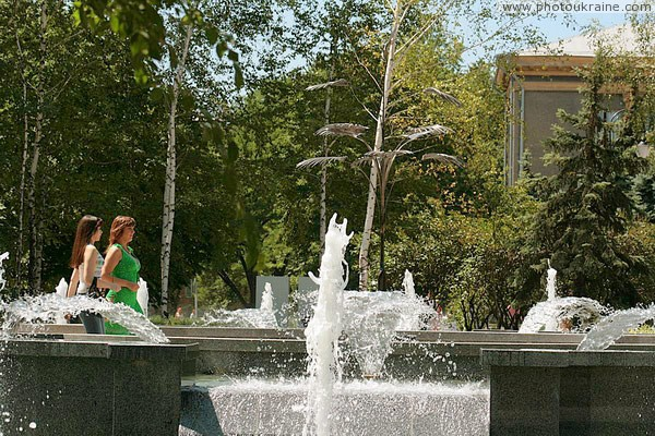 Donetsk. Bath bubble fountain on Pushkin boulevard  Donetsk Region Ukraine photos