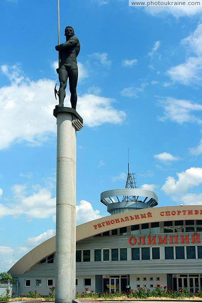 Donetsk. Intravital monument to Sergey Bubka Donetsk Region Ukraine photos