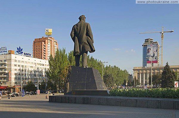 Donetsk. Lenin turned away from McDonald's Donetsk Region Ukraine photos