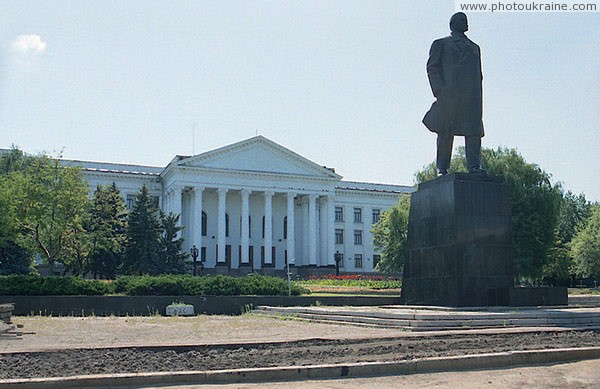 Kramatorsk. Palace of culture and monument to V. Lenin Donetsk Region Ukraine photos