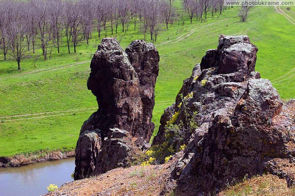 Starolaspa. Cliffs above Kalmius Donetsk Region Ukraine photos