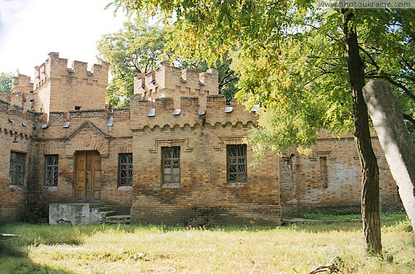 Vasylivka. Southern flank of Eastern wing of estate Zaporizhzhia Region Ukraine photos