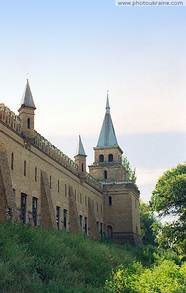 Vasylivka. Wall with buttresses estate Popov Zaporizhzhia Region Ukraine photos