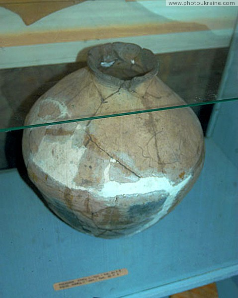 Terpinnia. Jar in museum reserve Zaporizhzhia Region Ukraine photos