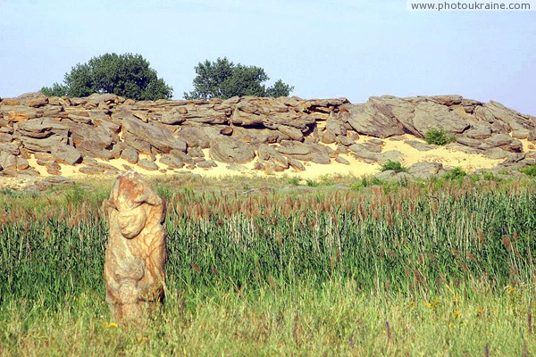 Terpinnia. Reeds and Stone Grave Zaporizhzhia Region Ukraine photos