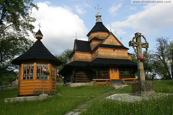 Vorokhta. Peter and Paul Church and the well Ivano-Frankivsk Region Ukraine photos