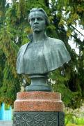 Kolodyazhne. Bronze bust of L. Ukrainka, Volyn Region, Monuments