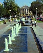 Zaporizhzhia. Alley of fountains in front of City hall, Zaporizhzhia Region, Rathauses